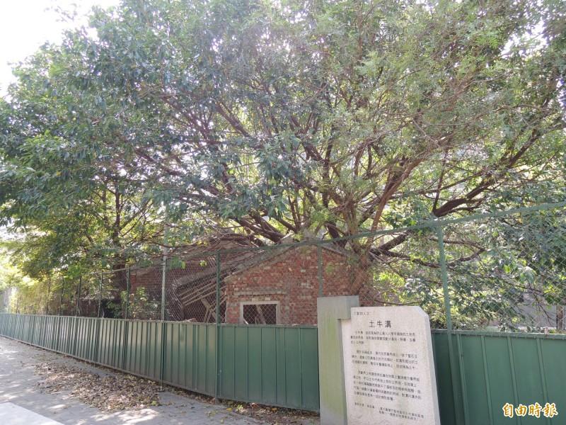舊地名番仔寮的公三公園,有土牛溝遺址和水汴頭,保留兩層樓RC建物和紅磚老屋,將整修為水圳故事館。(記者廖雪茹攝)
