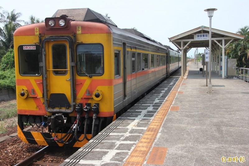 南迴鐵路電氣化工程潮州到枋寮段已接近完工。(資料照,記者陳彥廷攝)