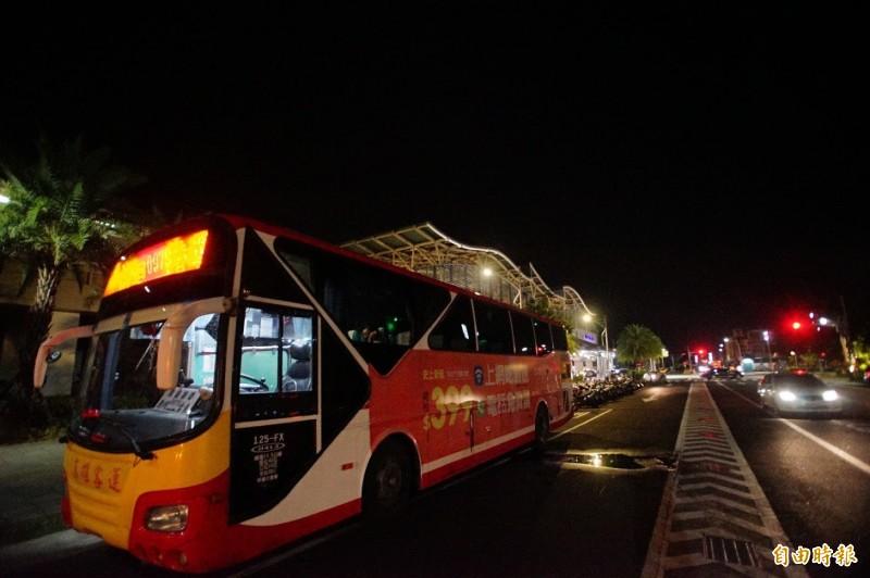 南迴鐵路電氣化夜間減班公路替運提早1個月終止。(記者陳彥廷攝)