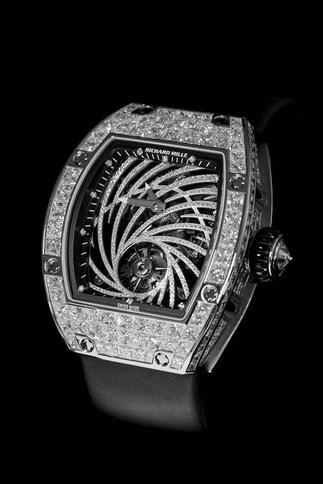 遭搶的是理查德米爾(Richard Mille)品牌珍稀漩鑽陀飛輪腕錶(Tourbillon Diamond Twister)。(圖取自Richard Mille臉書)