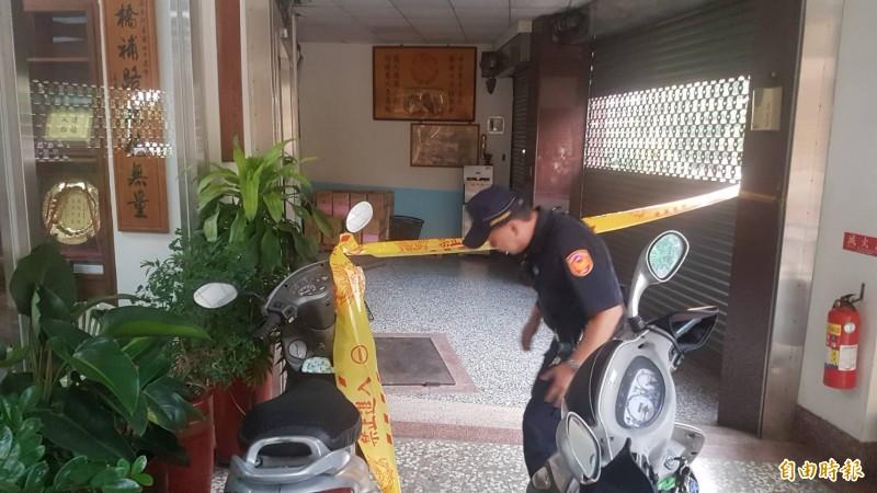 警方封鎖現場進行蒐證。(記者丁偉杰攝)