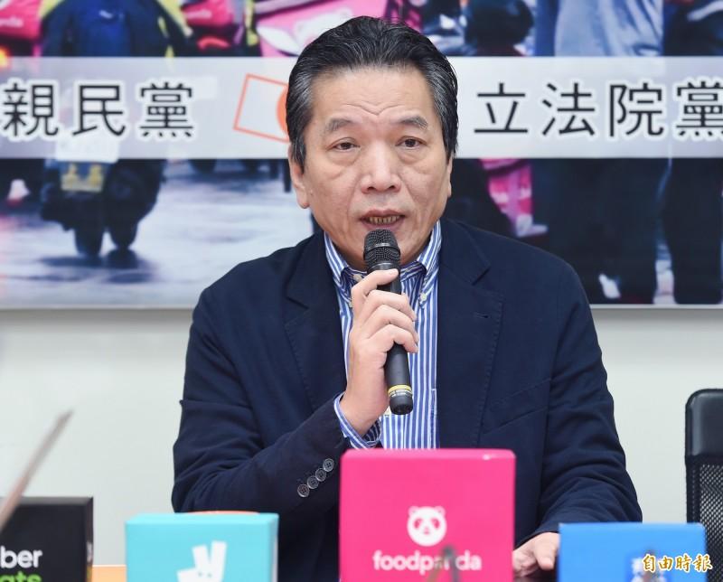 親民黨秘書長李鴻鈞上午受訪表示,「明年總統大選,親民黨這張門票絕對不會缺席,至於是誰來選,再拖也不會拖過10月底」。(資料照)