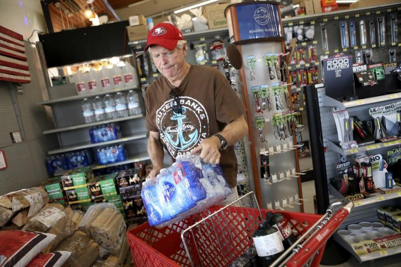 加州近百萬人將面臨大停電 民眾瘋狂搶購物資