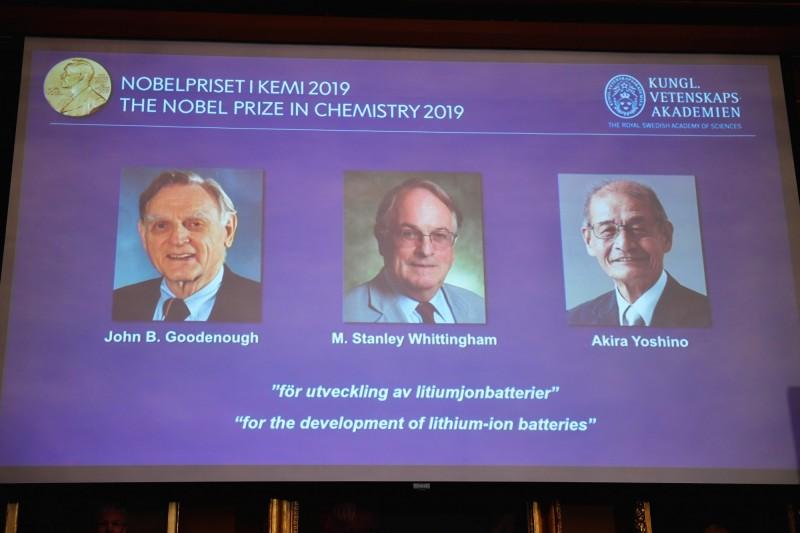 2019年諾貝爾化學獎今(9)日揭曉,由美國固體物理學家古迪納夫(John B. Goodenough)、英國化學家惠廷厄姆(M. Stanley Whittingham)和日本化學家吉野彰共享殊榮。(路透)