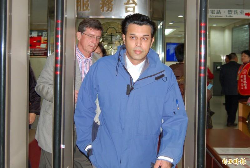 英商林克穎2010年在台酒駕,撞死送報生黃俊德,被判刑4年確定,他卻易容逃回英國蘇格蘭。(資料照)
