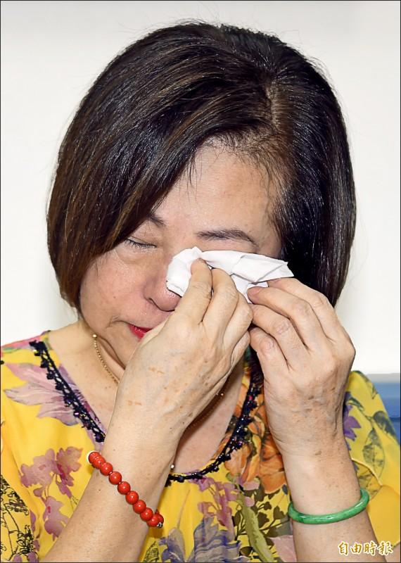 「國寶歌王」文夏疑遭看護餵毒妻子文香出面說明。(記者宋志雄攝)