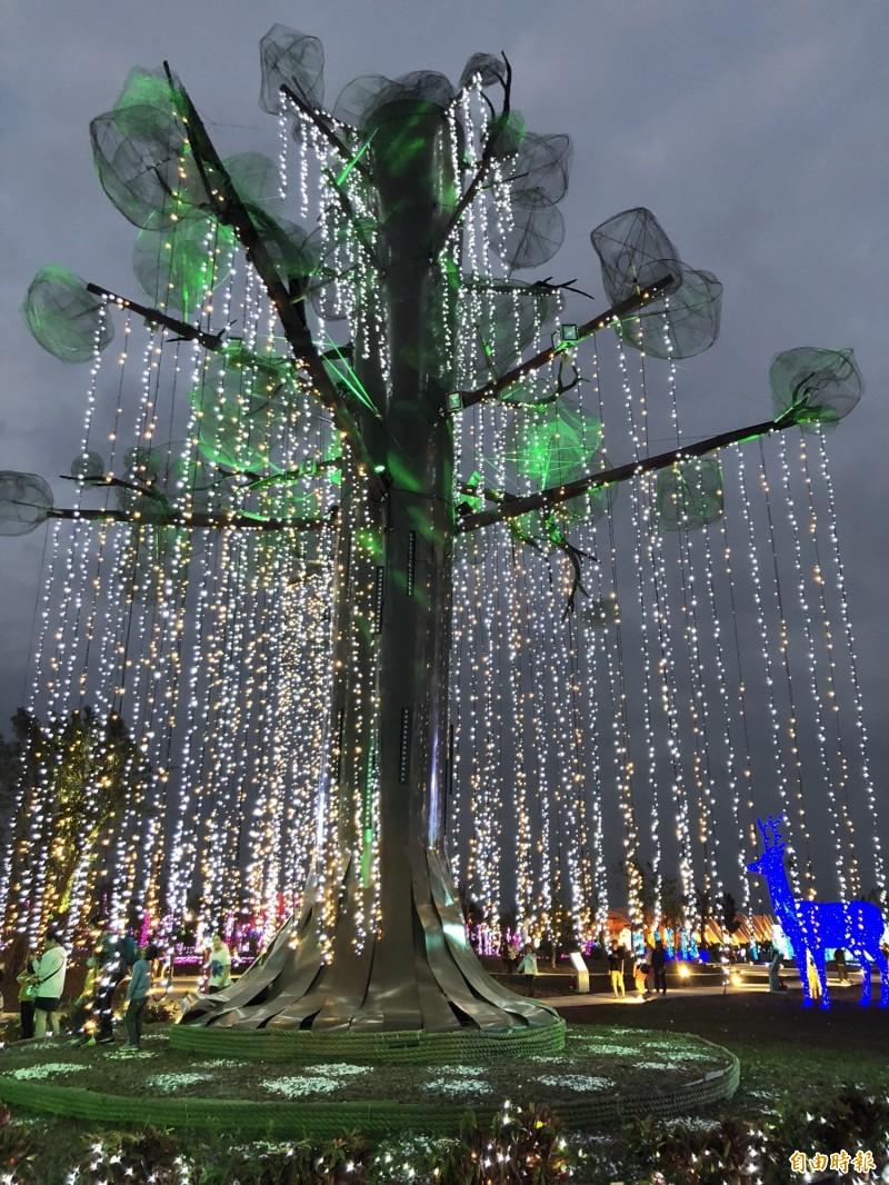 台灣燈會中的生命樹。(記者羅欣貞攝)