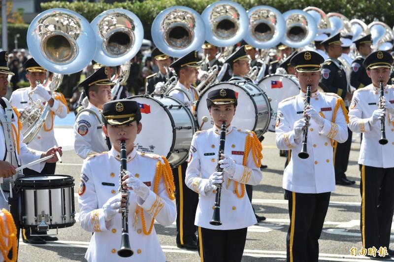 中華民國中樞暨各界慶祝108年國慶大會三軍聯合儀隊表演。(記者塗建榮攝)