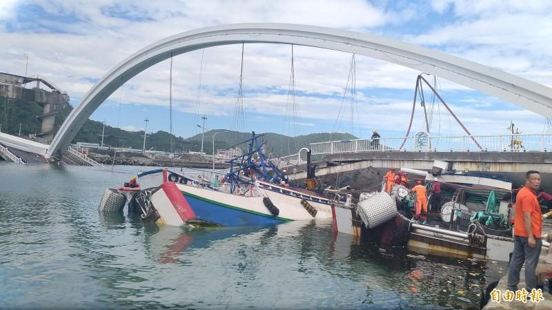 南方澳斷橋壓毀3艘漁船,船隻部分損失3億元。(資料照,記者江志雄攝)