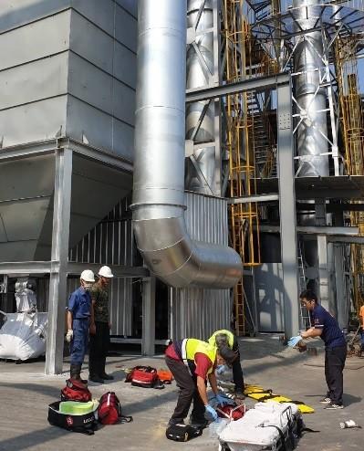 南投市南崗工業區1家環保公司10日下午發生重大工安意外,造成3名工人從高處墜落死亡。(記者張協昇翻攝)