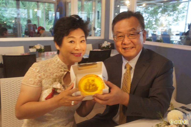 澎湖創意小物可接受客製化,在蛋糕上留下獨一無二的圖案。(記者劉禹慶攝)