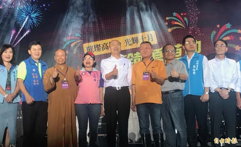 高雄市長韓國瑜參加草地音樂會,卻沒看煙火秀。(記者洪臣宏攝)