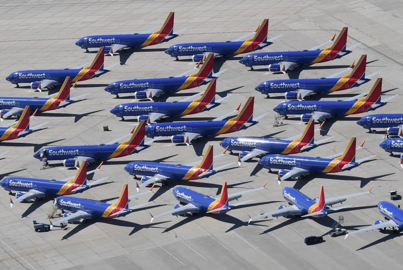 波音737新世代(Boeing737 NG)遭檢查出機身出現裂縫,美國西南航空及巴西高爾航空緊急停飛13架同型客機。(法新社)