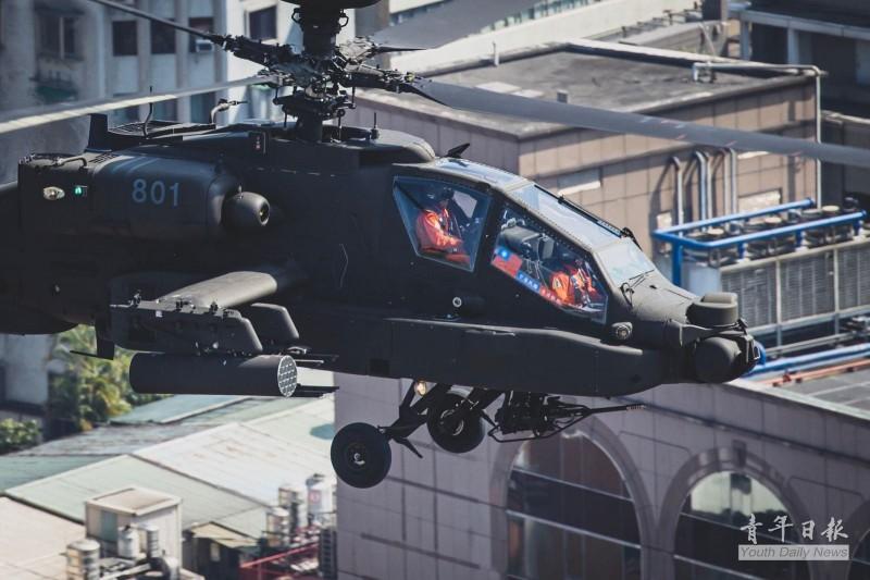 軍方直升機飛越總統府上空  隱藏彩蛋曝光