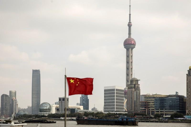美國針對中國迫害新疆穆斯林之官員實施簽證限制,中國也將採取「報復行動」。(彭博)