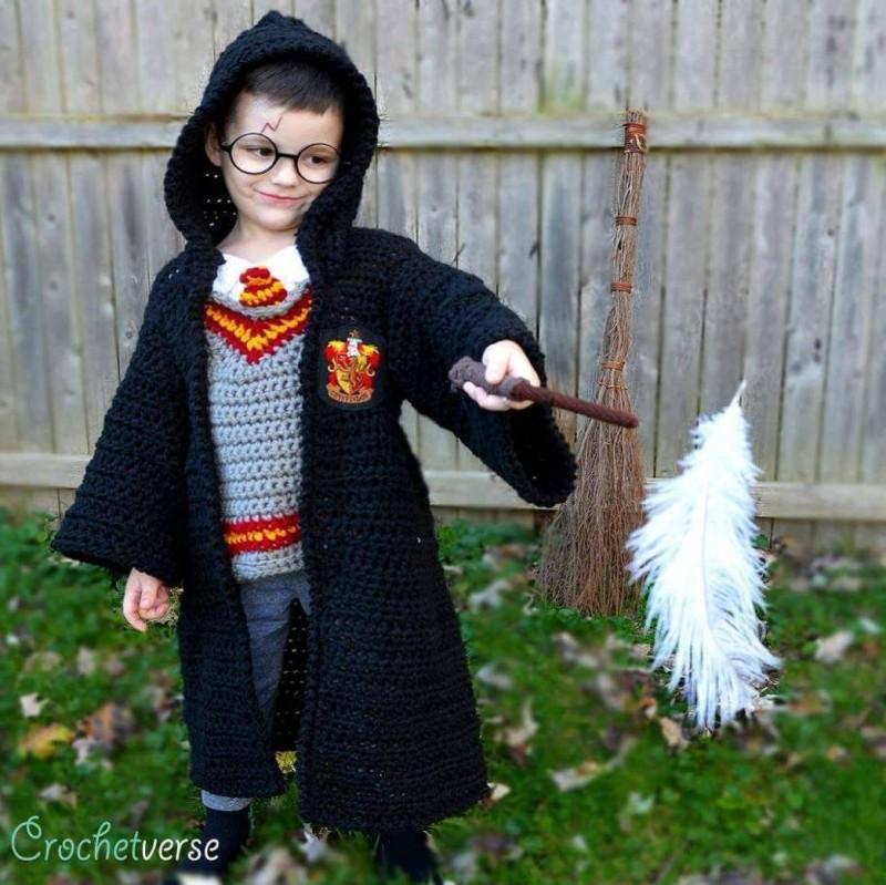 小小哈利波特服裝也是全手工編織(圖片由臉書粉專Crochetverse授權提供使用)