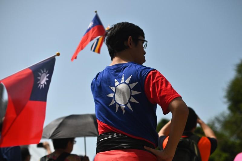有香港網友發起慶祝中華民國國慶的系列活動,今(10)日下午6點,要在各大商場快閃集會,唱國歌、升國旗;不少商場在下午4點半左右提前關門。(法新社)