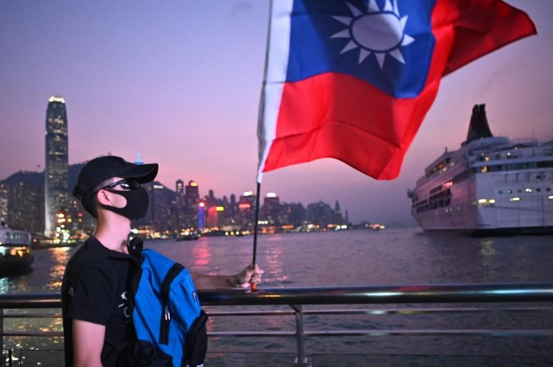 有近1成的受訪者近期已為移民做準備。在移居地排名中,台灣在有移民準備的受訪者排名第3。圖為香港尖沙咀。(法新社)