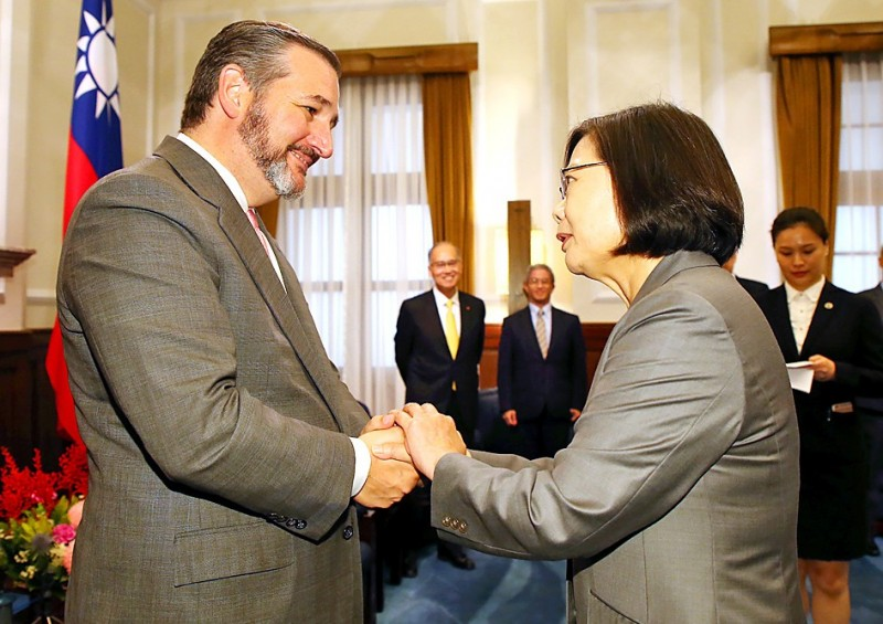 President Tsai Ing-wen, right, shakes hands with US Senator Ted Cruz in Taipei yesterday. Photo: CNA