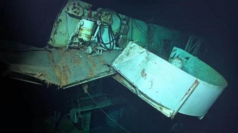 「聖羅號」在深海中的船體能可見到爆炸所造成的傷害。(圖擷自臉書「RV Petrel」)