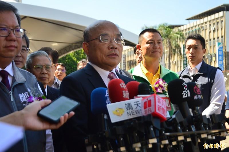 對於高雄市長韓國瑜提兩岸白皮書;行政院長蘇貞昌受訪時表示,「看看香港,想想自己」。(記者謝武雄攝)