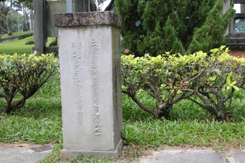 台中神社石燈基座遭粗糙「修復」 議員批市府管理不當