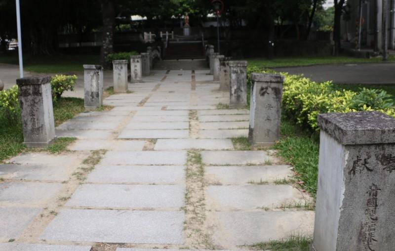 台中神社石燈基座頻遭破壞 文資處:中央專法出爐後依法開罰
