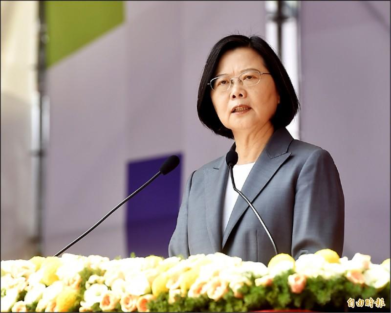 總統蔡英文昨在國慶大會中發表談話,強調「中華民國台灣」非藍色,也不是綠色,而是整個社會最大的共識。(記者王藝菘攝)
