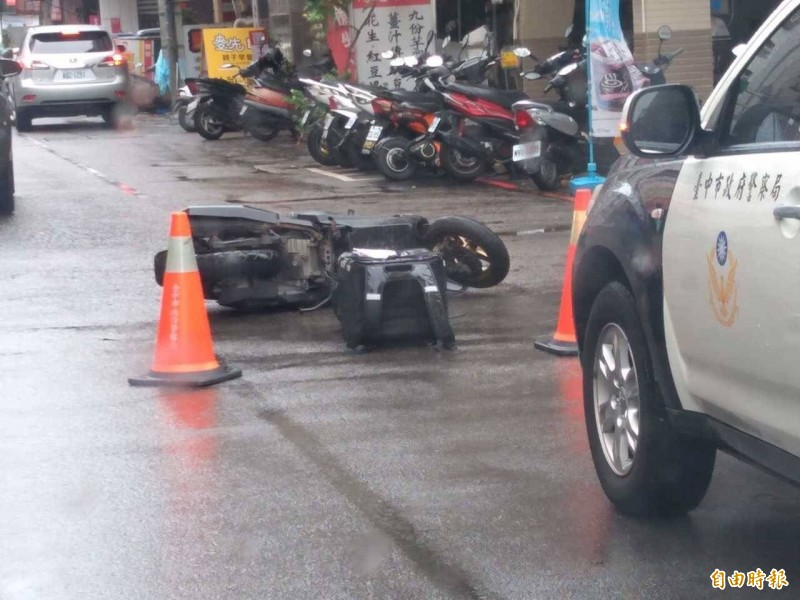 桃園市昨深夜一名熊貓外送員騎車忙送單,不慎與貨車發生車禍,搶救後宣告不治。圖僅示意,非現場照片。(資料照)