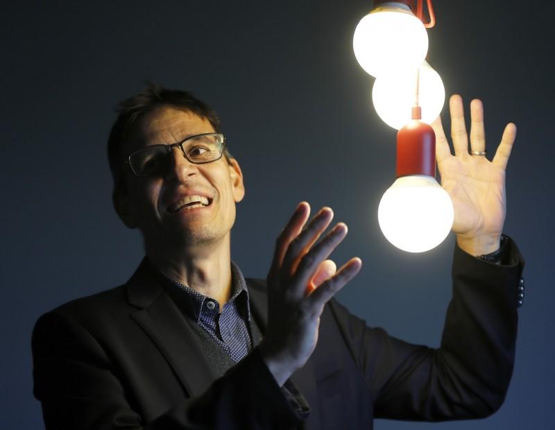 2019諾貝爾物理學獎得主、瑞士天文學家奎洛茲(Didier Queloz)認為,人類在30年內有能力開發出探測系外生命的技術。(美聯社資料照)