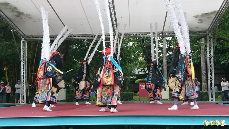 日本南三陸町「行山流鹿子躍」為總爺和風文化祭擔綱開幕演出。(記者楊金城攝)