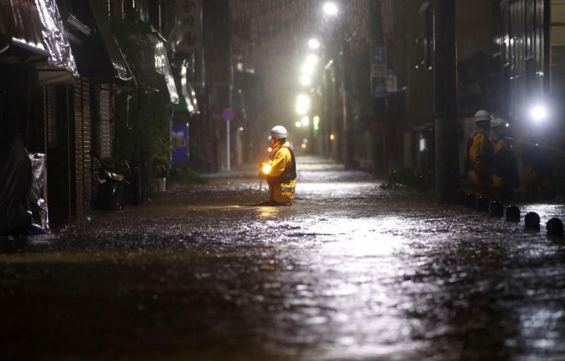 哈吉貝颱風登陸日本!已釀2死60傷 730萬人被通知撤離