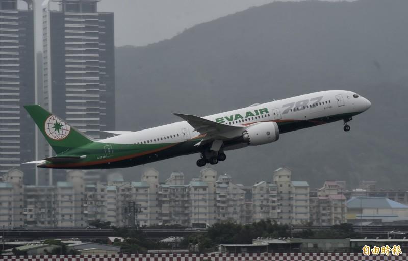 哈吉貝颱風襲日影響,明天(13日)有多家航空公司航班異動。(資料照)