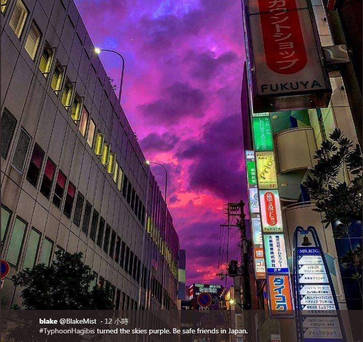 在昨天暴風圈靠近日本時,天空呈現一片詭譎魔幻的紫色,面對這種難得奇景,日本各地都有網友拍下照片分享至推特,並戲稱紫色天空有如「魔界」。(圖擷取自Twitter「blake」)