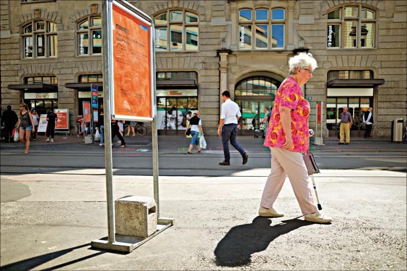 中年走路變慢 恐老化加速徵兆