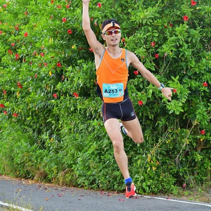 清大日籍副教授後藤友嗣用跑步認識台灣,直說台灣最美風景是人。(圖由後藤友嗣提供)