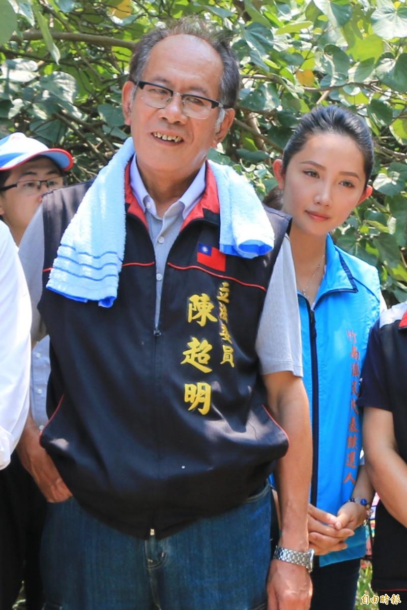 國民黨立委陳超明(左)與竹南鎮民代表陳怡樺(右)過去檯面上互動良好,常有交流。(記者鄭名翔攝)