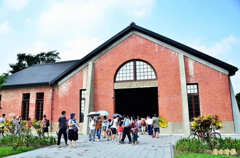 花園水道博物館開放,遊客湧現。(記者吳俊鋒攝)