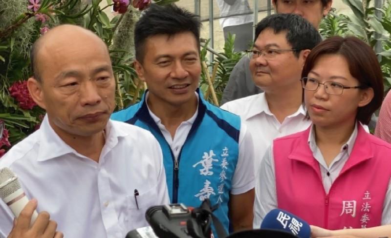 韓國瑜(左)又要來屏東,16日起將連續狂掃3天跑遍屏東縣各鄉鎮。(記者葉永騫翻攝)