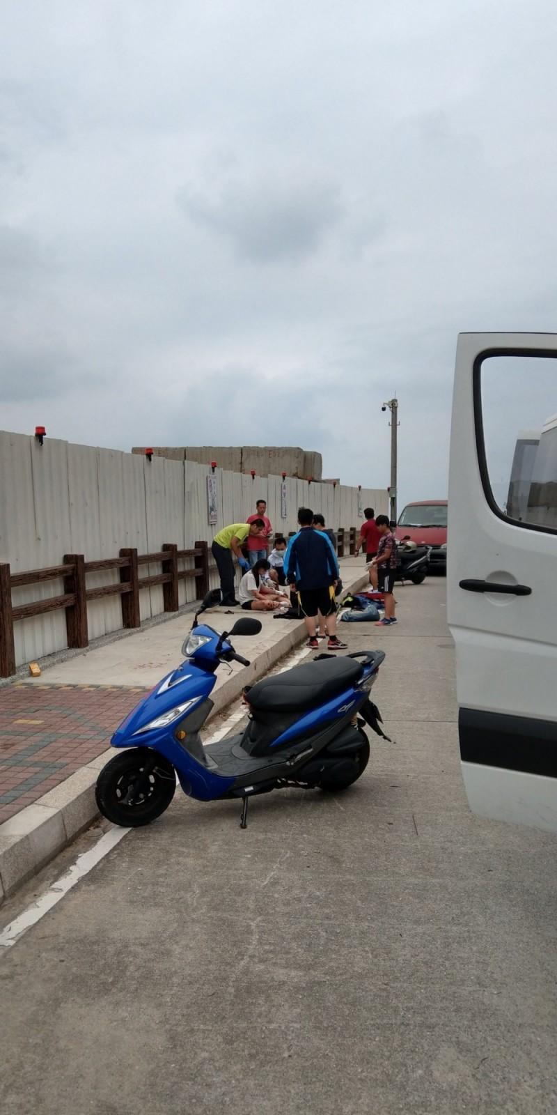 疑趕交通船 馬祖高中女學生騎車自摔1死3傷