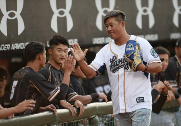 台灣大賽》黃龍義開球 看桃猿易主「只要不是解散都是好事」
