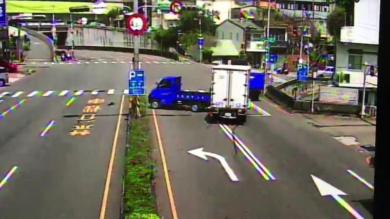 貨車未注意停等紅燈車 連3撞2人傷