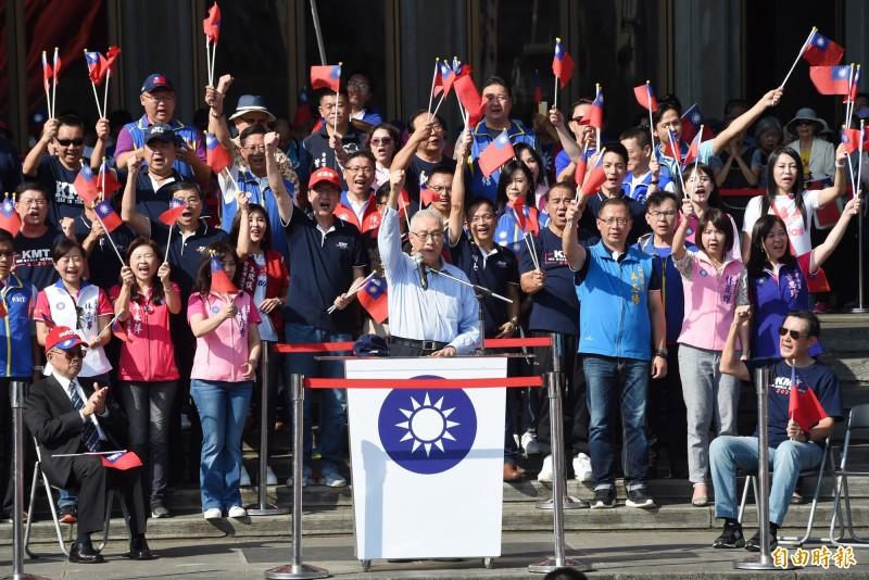 國民黨要蔡英文捍衛、正視中華民國,網友反擊「你們不要賣台說愛台啦」。(資料照)