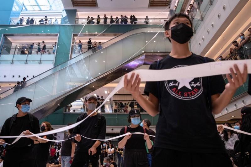 香港13日抗爭,18區同步展開。(彭博)