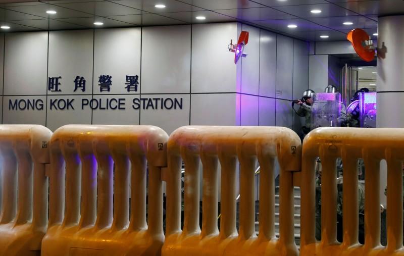 香港人反抗》載1歲女嬰車門中彈凹陷 車主爆氣竟被趕走