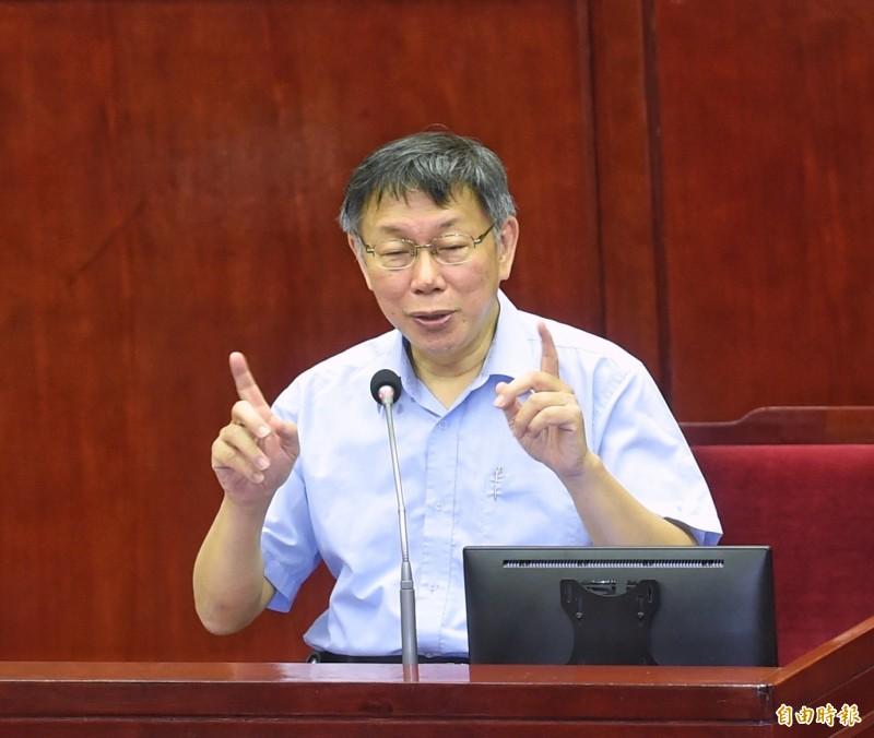 台北市長柯文哲14日前往市議會做專案報告,並接受議員質詢。(記者方賓照攝)