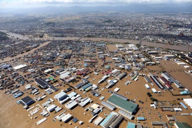 「哈吉貝」襲日,造成37人死亡、17人失蹤、189人受傷。圖為福島縣郡山市淹水。(歐新社)