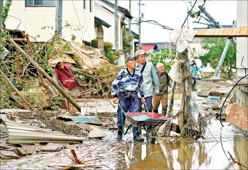 洪水消退之處一片狼藉。(歐新社)