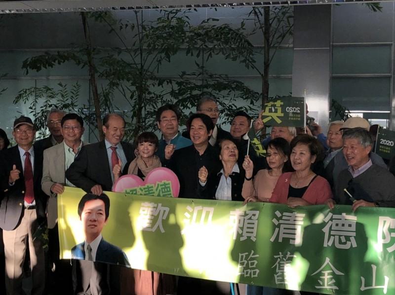 前行政院長賴清德為總統蔡英文助選,已扺達舊金山,受到台僑熱烈歡迎。(台僑提供)