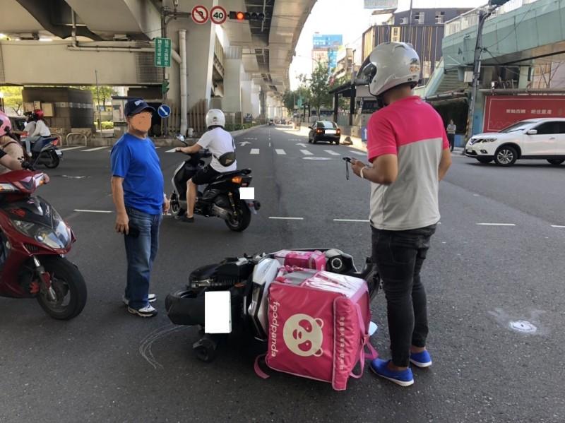 外送平台外送員發生的交通事故頻繁。(記者劉慶侯翻攝)